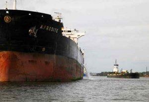 State throttles back on Hudson oil barge plan